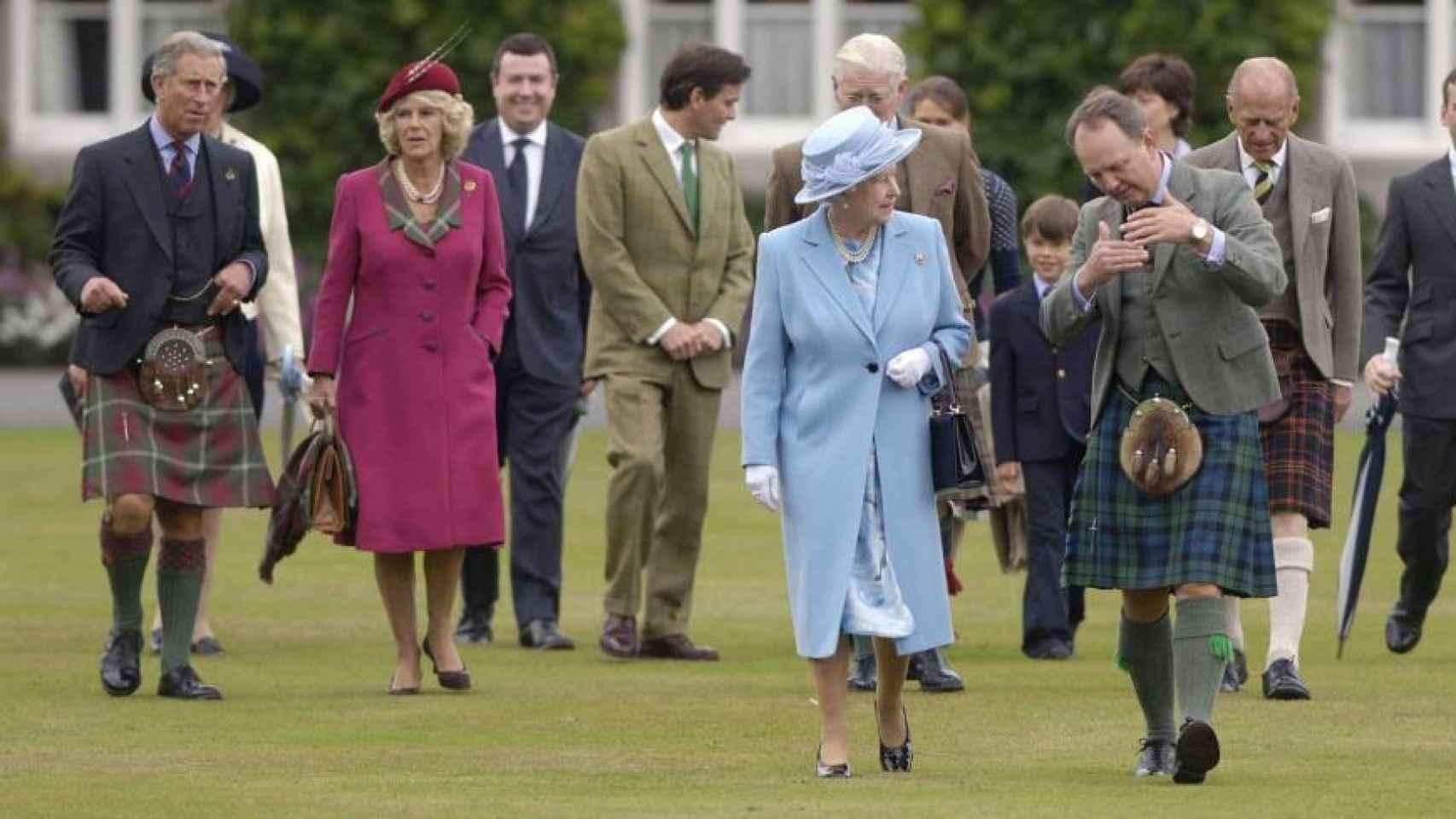 Isabel II en Balmoral con Carlos de Inglaterra, Camila Parker y Felipe de Edimburgo