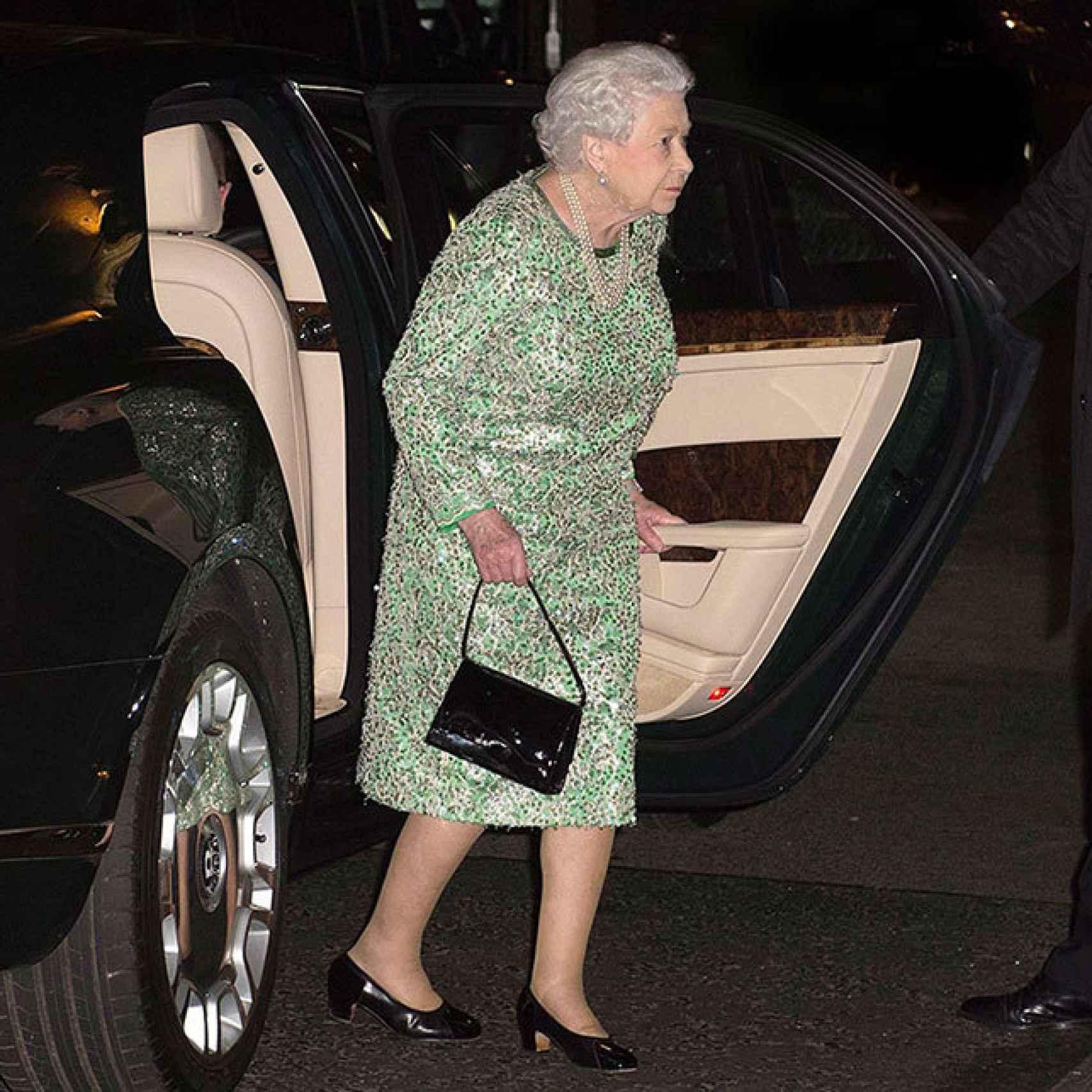 Isabel II a su llegada al restaurante