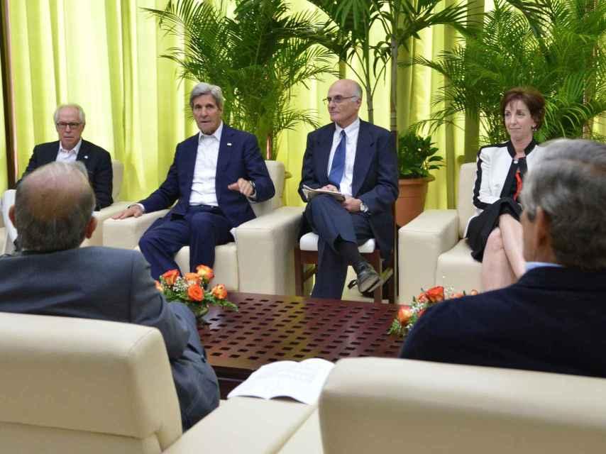 Kerry, con los negociadores del Gobierno colombiano.