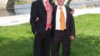 David (a la izquierda) y José, en el día de la boda del primero.