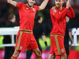 Bale y Ramsey, tras la clasificación de Gales para la Eurocopa.