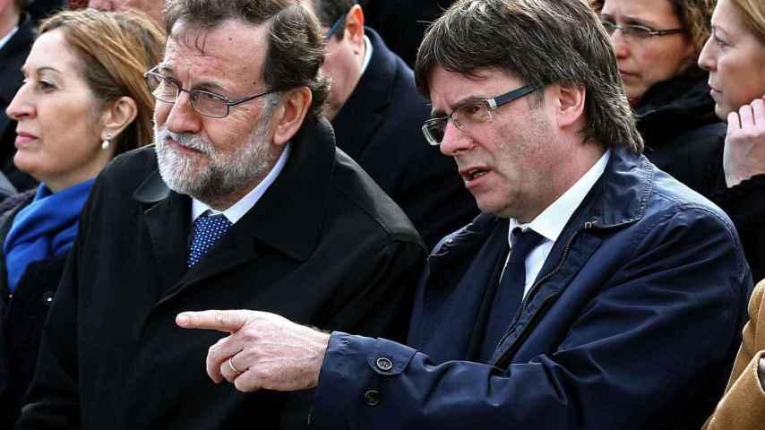 El presidente del Gobierno y el presidente de la Generalitat, este miércoles en el aeropuerto de El Prat