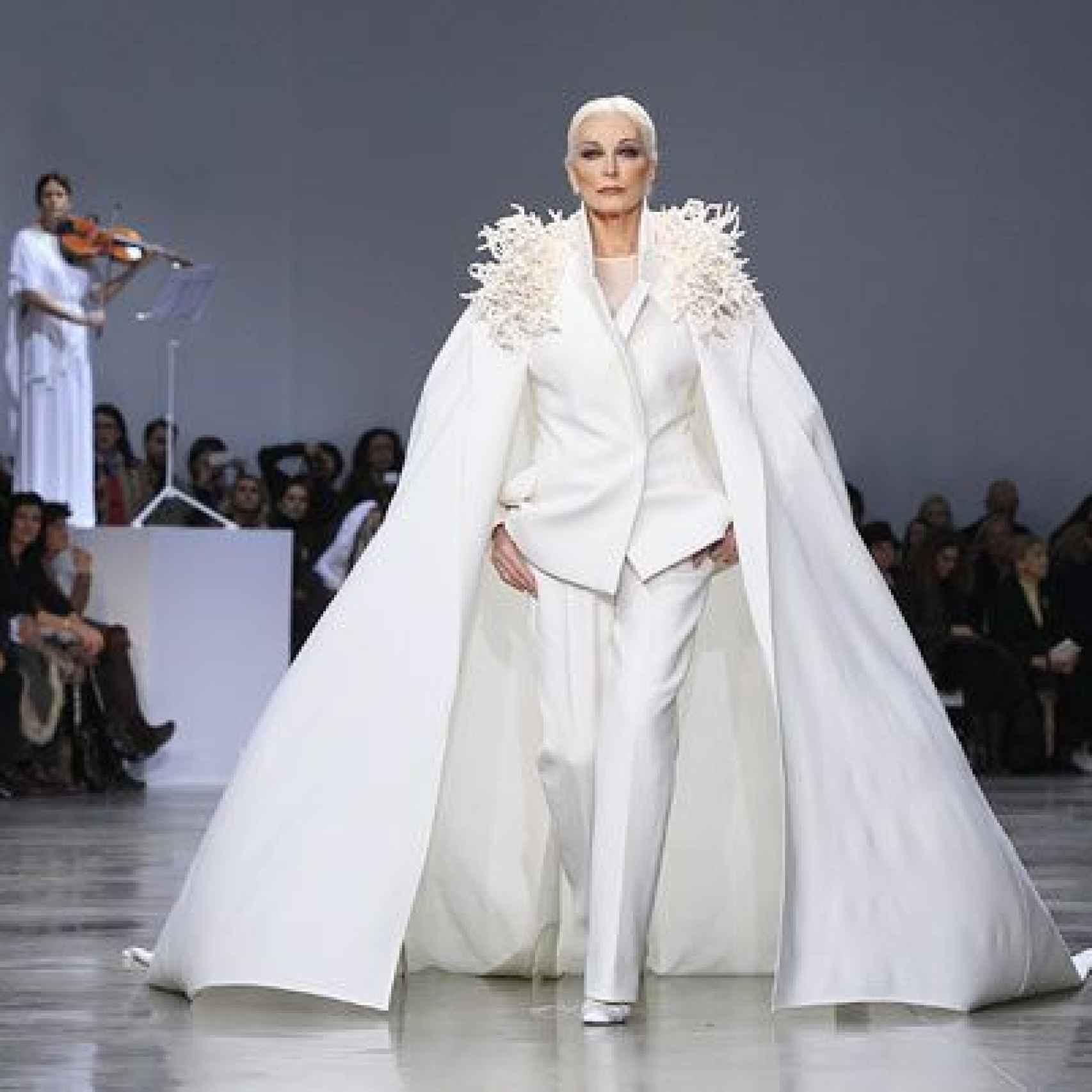 Carmen Dell'Orefice en el desfile de alta costura de Stephane Rolland