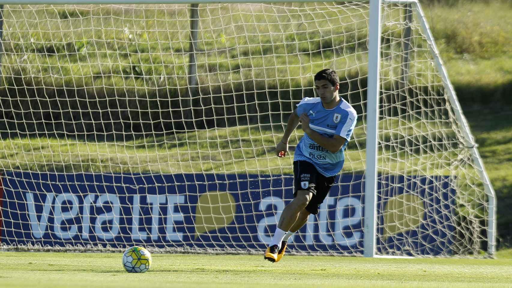 Luis Suárez en un entrenamiento con Uruguay.