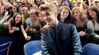 Justin Bieber no quiere que sus fans le toquen más
