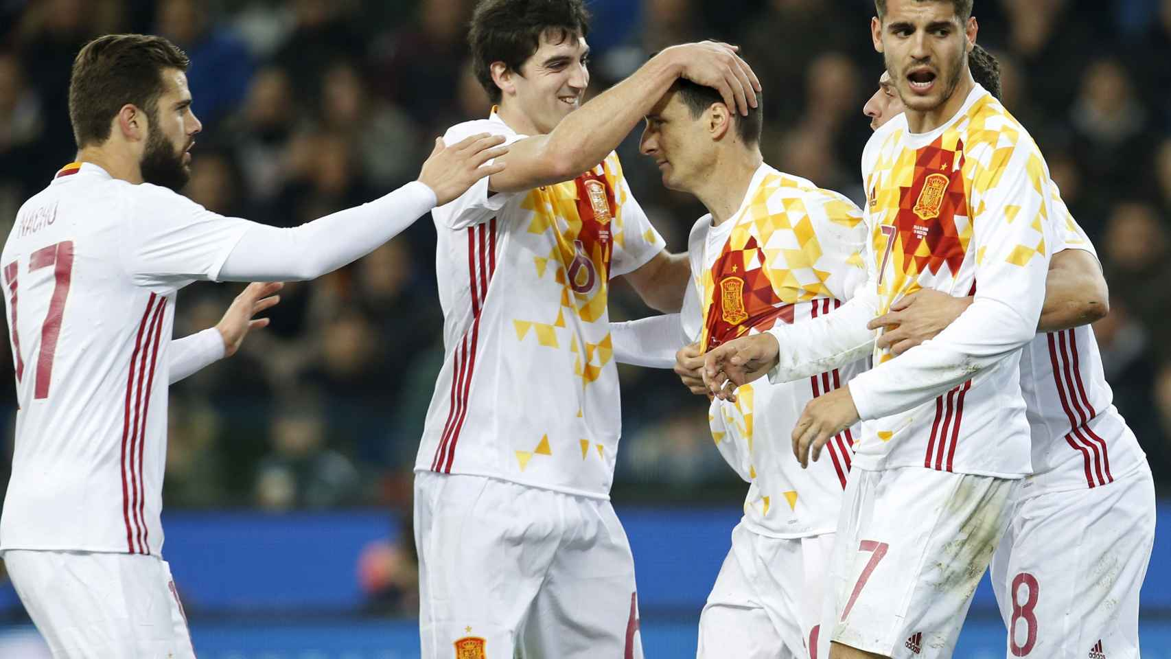 Aduriz celebra el gol con España.