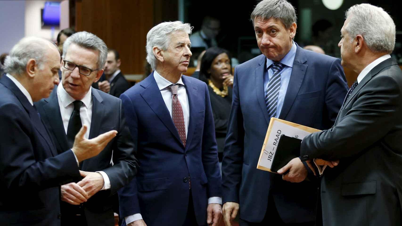 Los ministros de España, Alemania, Países Bajos y Bélgica junto al comisario europeo de Interior.