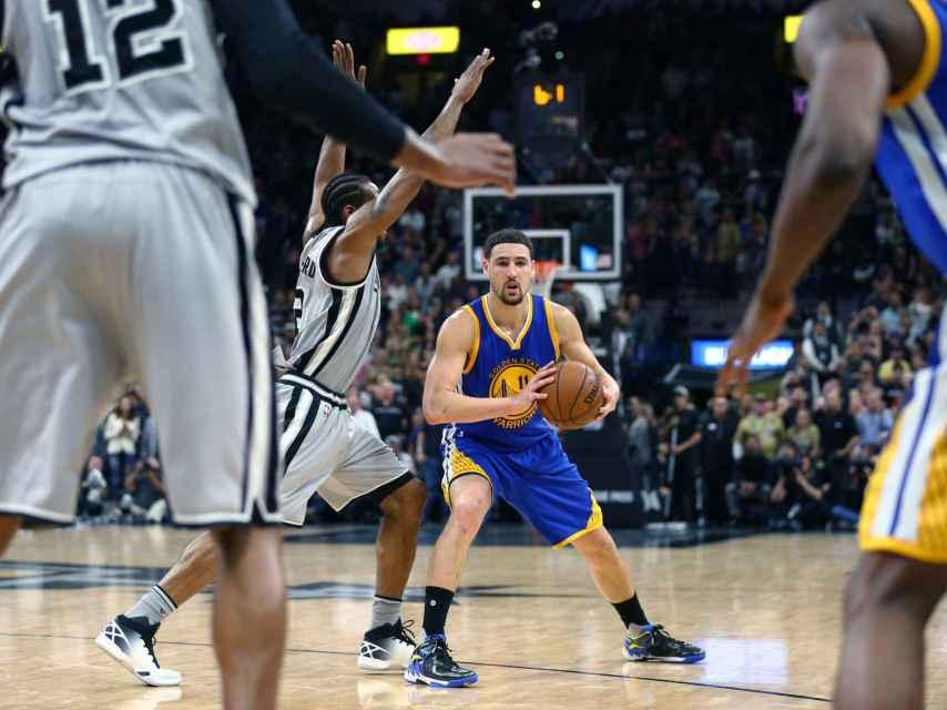 Klay Thompson ante Kawhi Leonard en el último Warriors-Spurs.
