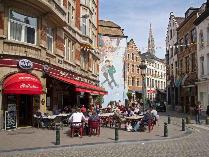 El ambiente relajado en una terraza del centro de Bruselas fotografiada en mayo de 2011.