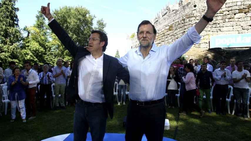 Alberto-Nunez-Feijoo-y-Mariano-Rajoy--en-un-acto-electoral-