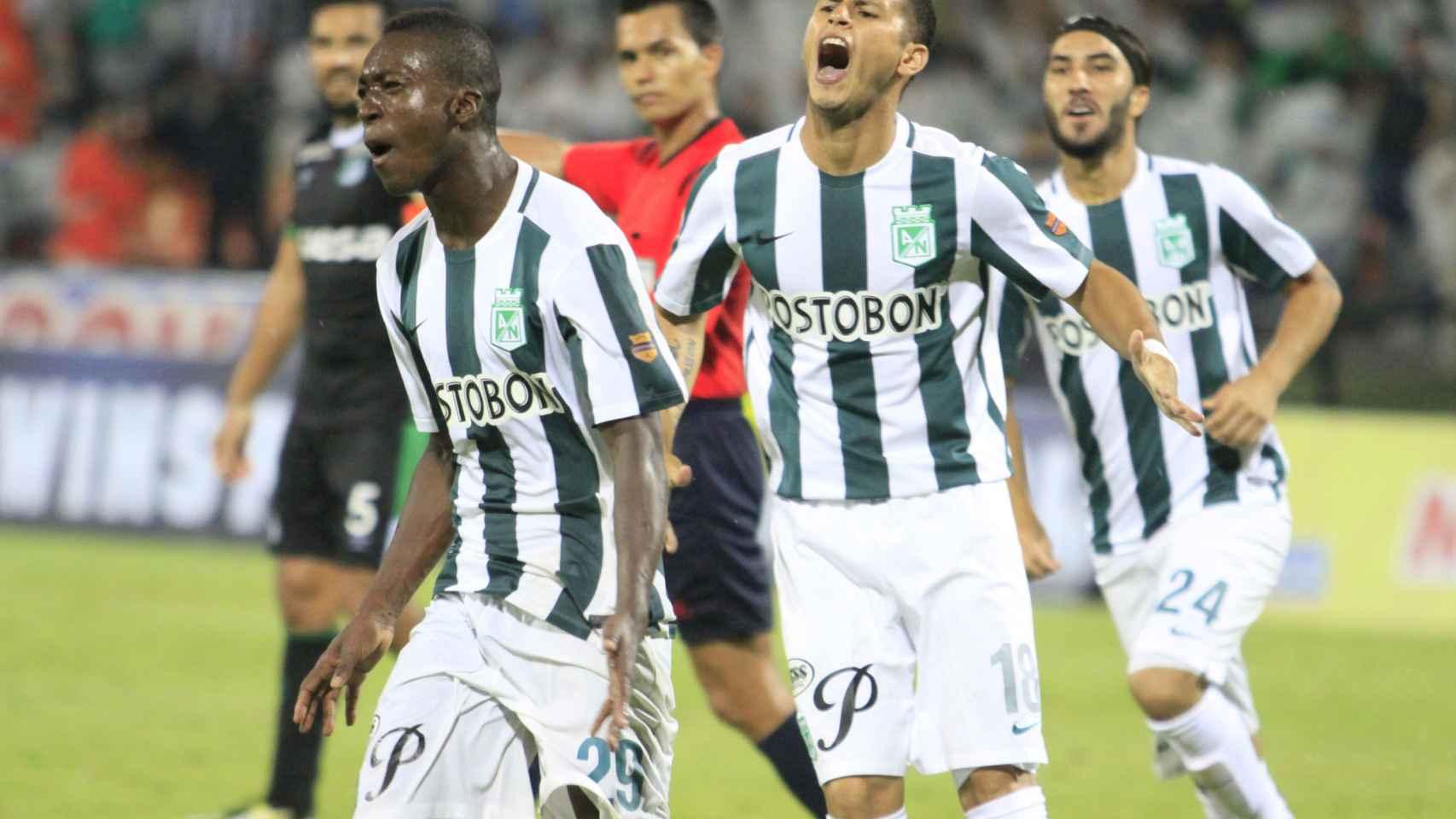 Marlos Moreno celebra un tanto con su club, el Atlético Nacional de Medellín.