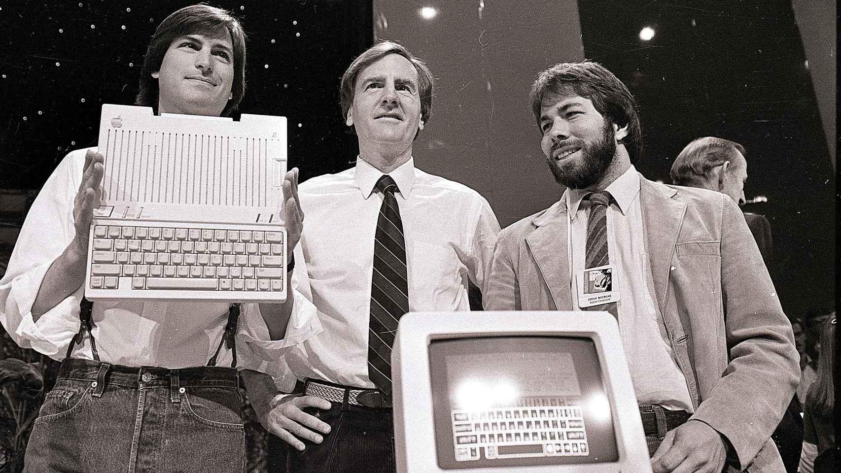 Steve Jobs, John Scully y Steve Wozniak, en 1984.