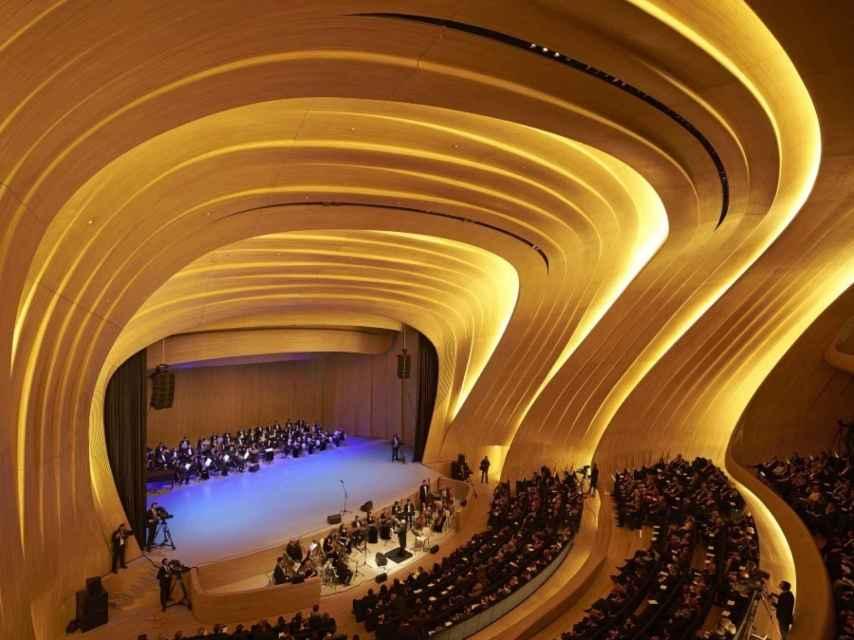 Centro Cultural Heyder Aliyev Center, en Azerbaiyán, construido por Zaha Hadid, en 2012.