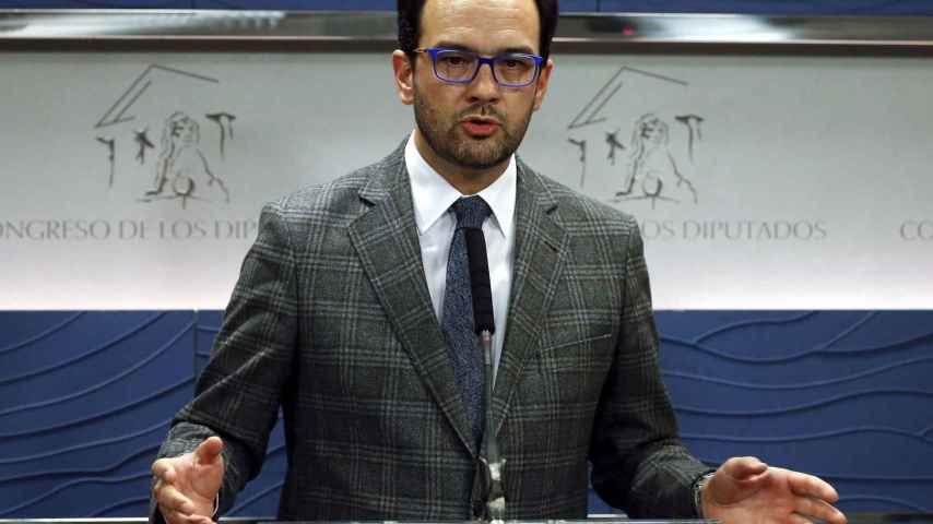 El portavoz del equipo negociador del PSOE, Antonio Hernando.