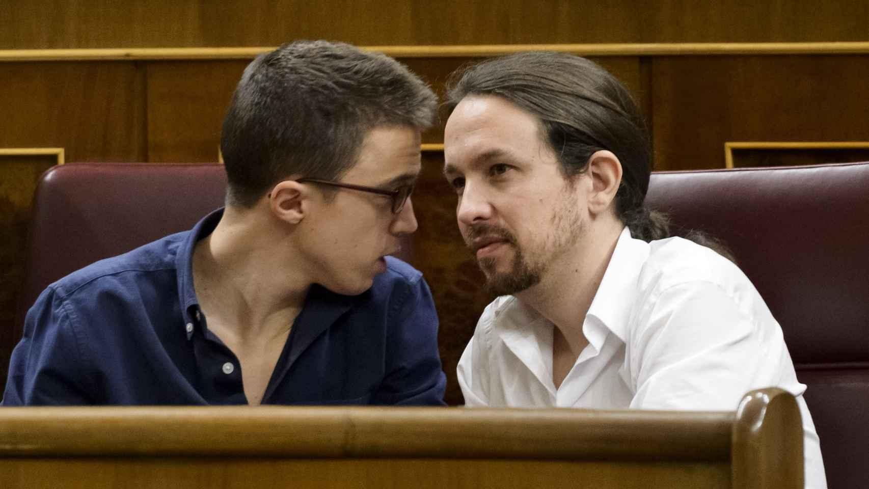 Íñigo Errejón y Pablo Iglesias en el primer pleno de investidura.