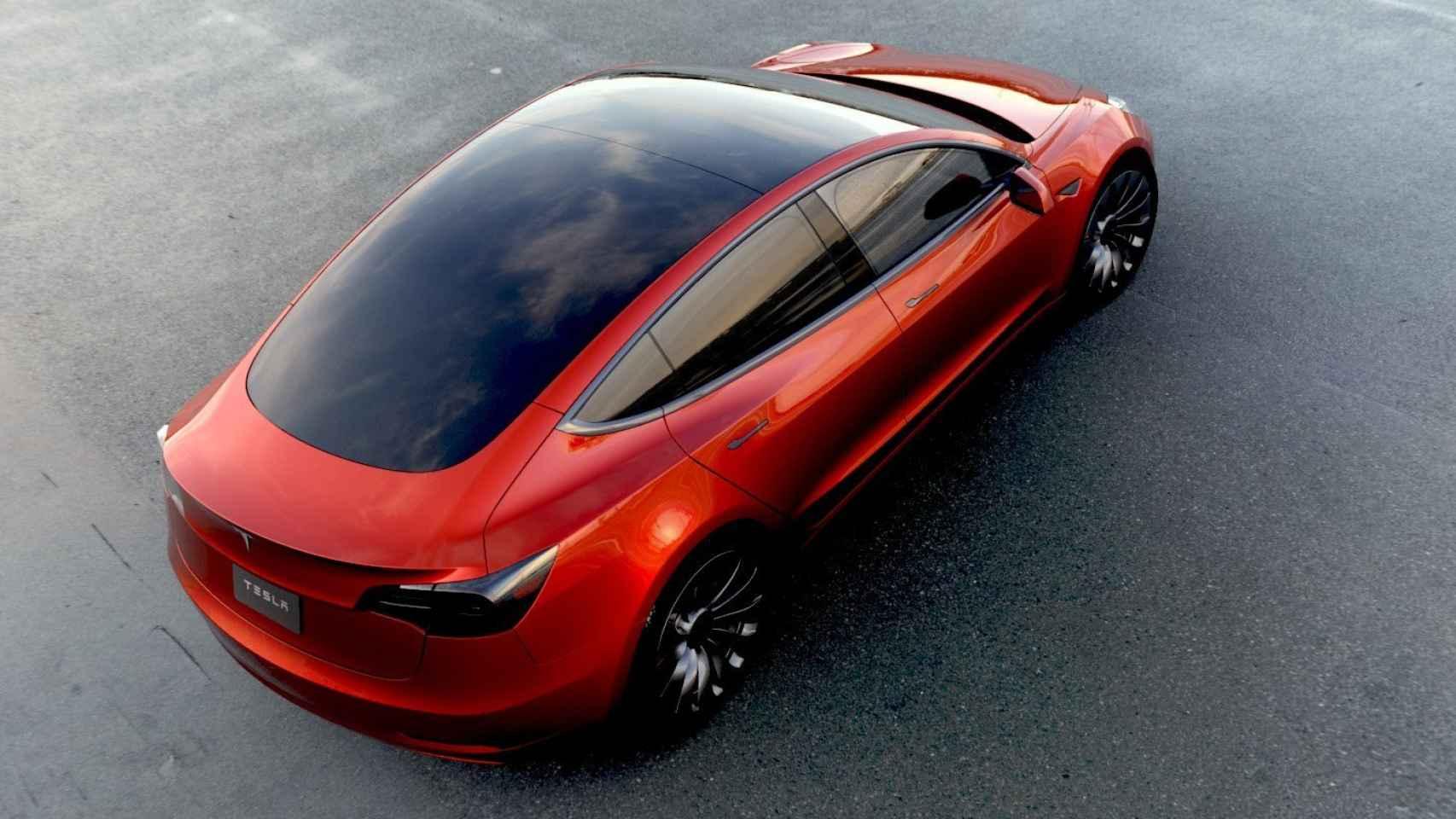 El Tesla Modelo 3 cuenta con un parabrisas panorámico que abarca todo el techo.