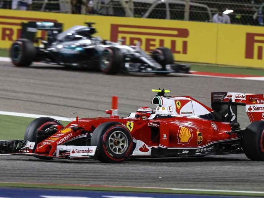 Raikkonen y Hamilton en el GP de Baréin.
