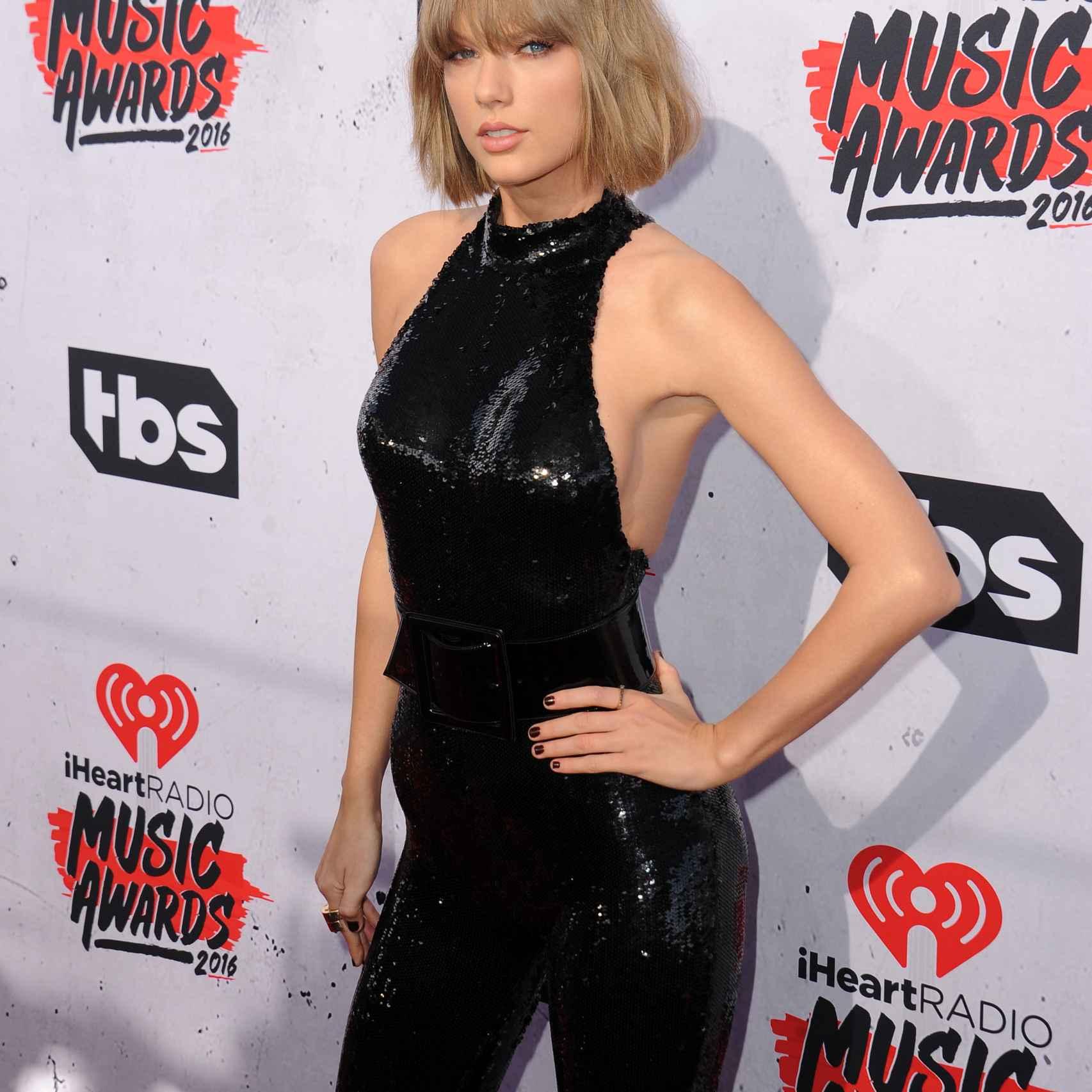 Taylor Swift durante los premios de iHeartRadio