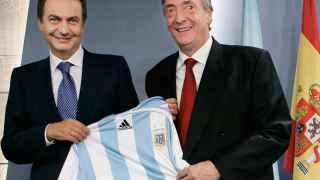 El expresidente del Gobierno, José Luis Rodríguez Zapatero, junto a su homólogo argentino, Nestor Kirchner.