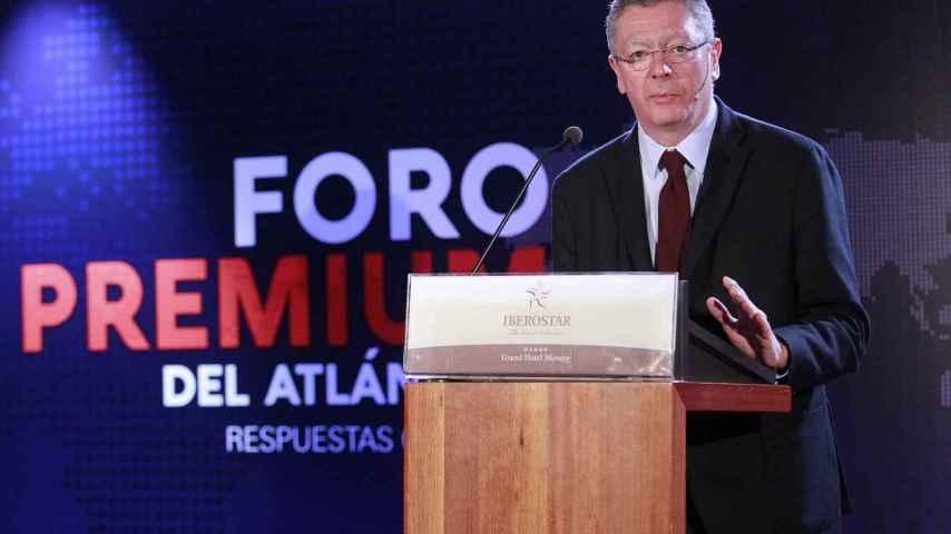 Alberto Riuiz Gallardón durante su intervención en el Foro Premium del Atlántico