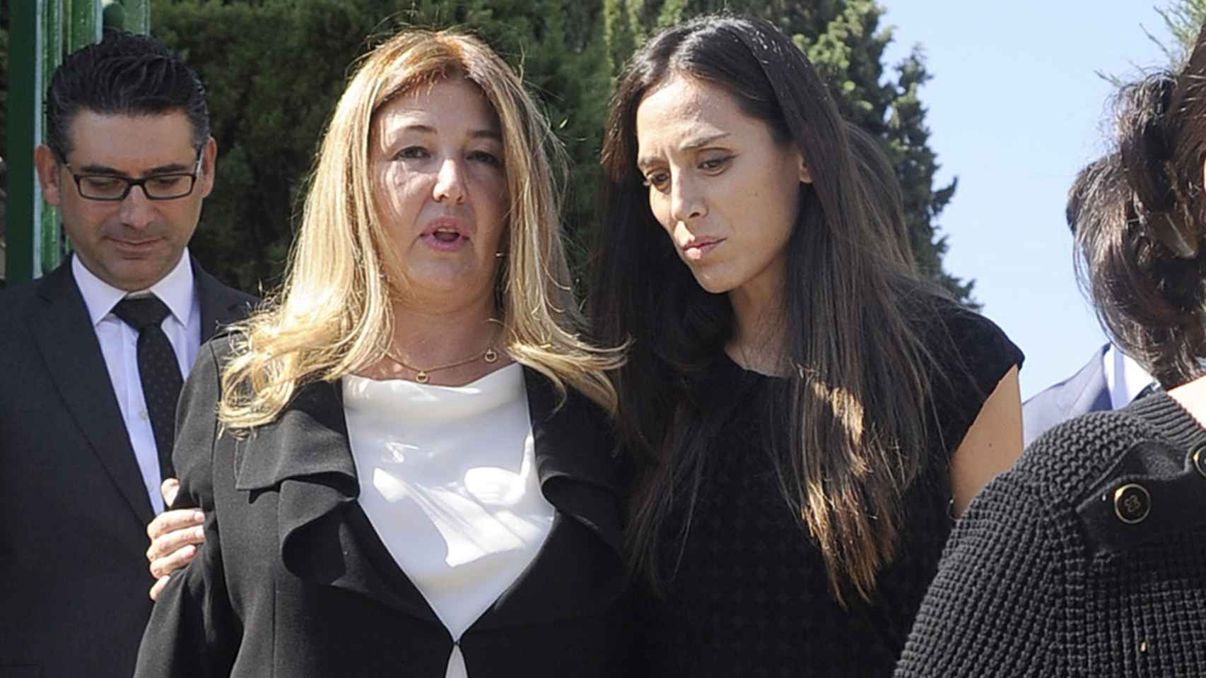 Laura Boyer y Tamara Falcó muy cariñosas en el entierro del ex ministro