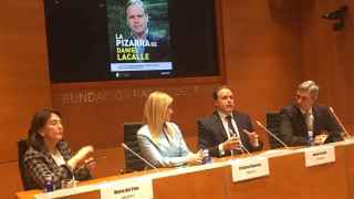 María del Pino, Cristina Cifuentes y Roger Domingo durante la presentación del libro de Daniel Lacalle.