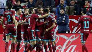 La Real Sociedad celebra un gol contra el Sevilla.