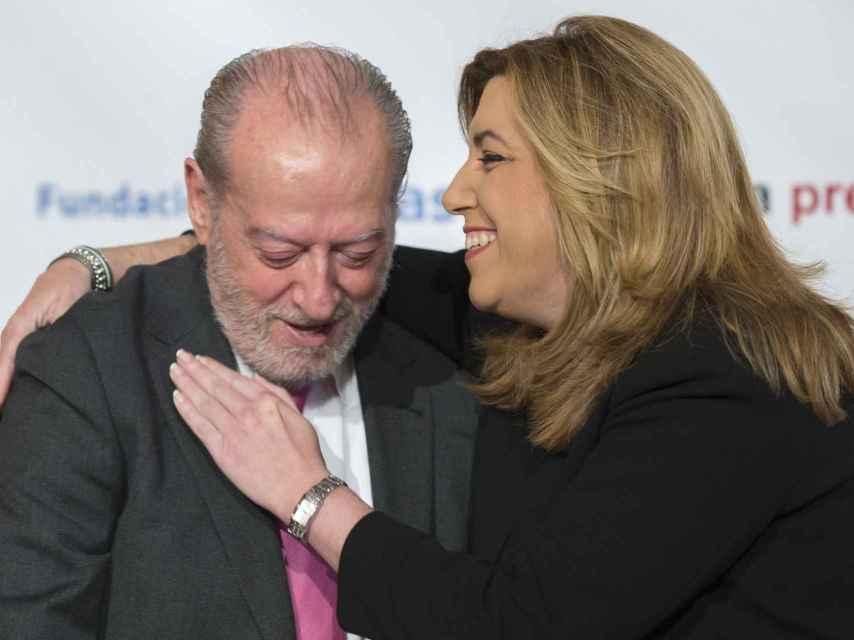 Fernando Rodríguez Villalobos y Susana Díaz durante el desayuno de Europa Press este martes en Sevilla.
