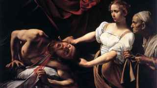 Judith decapita a Holofernes. Se encuentra una versión atribuida a Caravaggio.