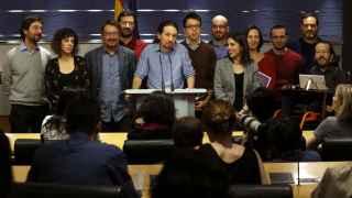 Pablo Iglesias, con miembros de la dirección de Podemos y las confluencias.