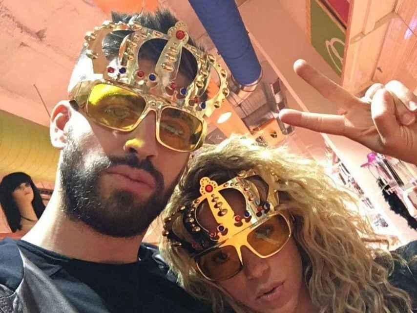 Piqué y Shakira comprando gafas de sol