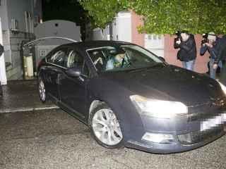 Mario Conde abandona su domicilio detenido por la Guardia Civil tras estar presente en los registros