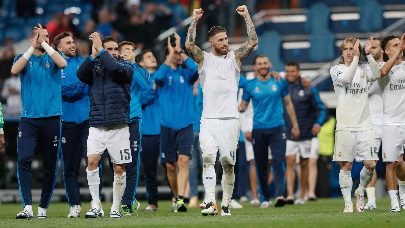 Los jugadores del Madrid celebran la victoria ante el Wolfsburgo.