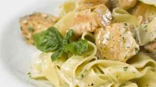 Receta de la semana: tallarines de espelta con salmón y rúcula