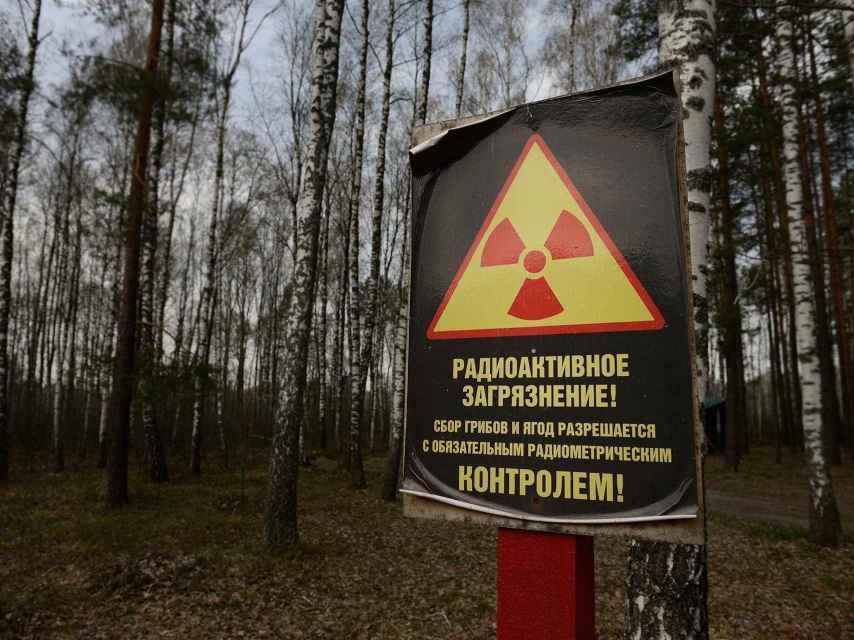 Señal de advertencia por contaminación radiactiva.