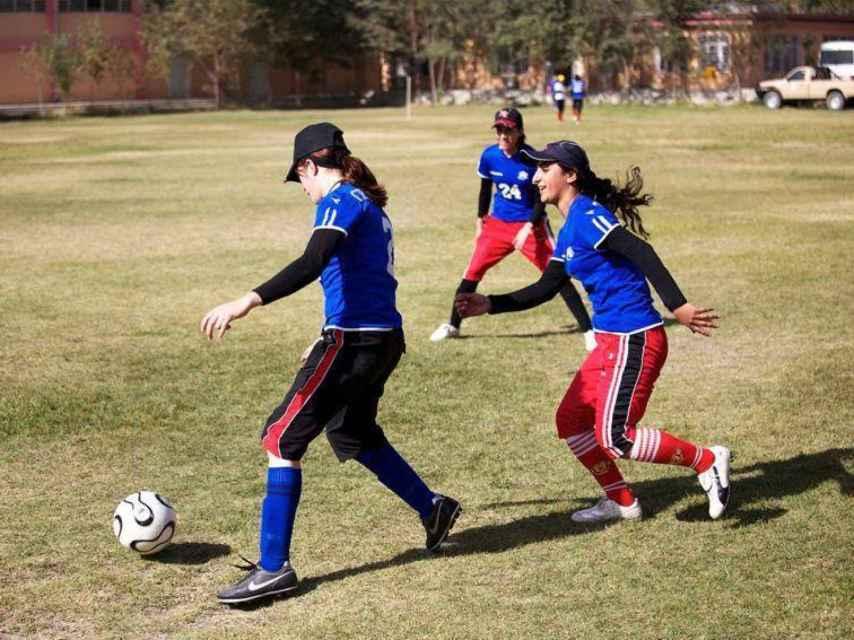 Khalida, a la derecha, durante un entrenamiento.