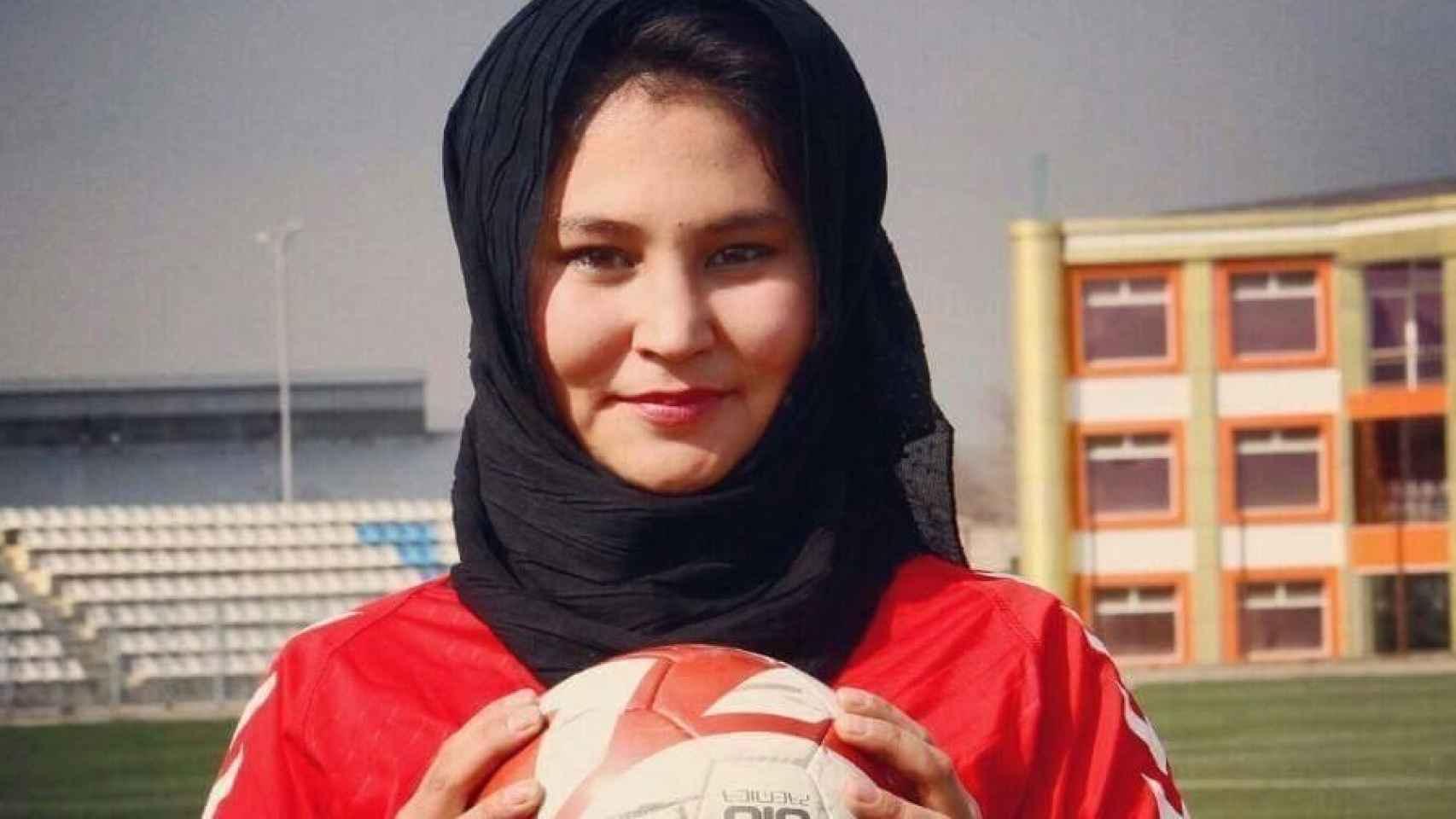 Hajar contó con el apoyo de sus padres para poder jugar al fútbol.