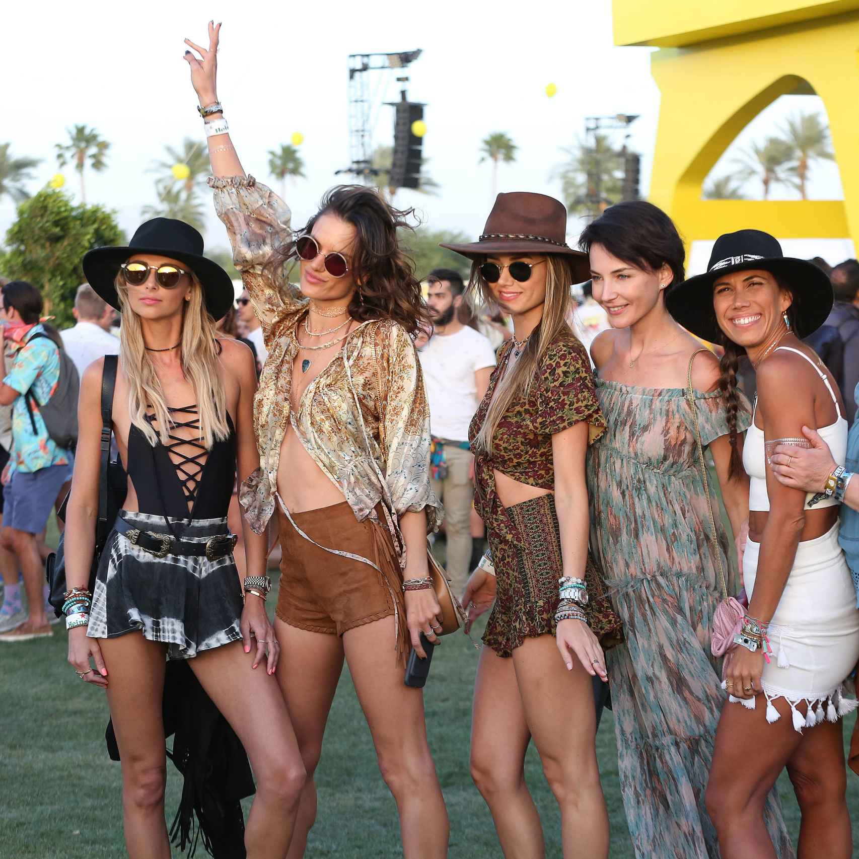 Alessandra Ambrosio se divierte en Coachella