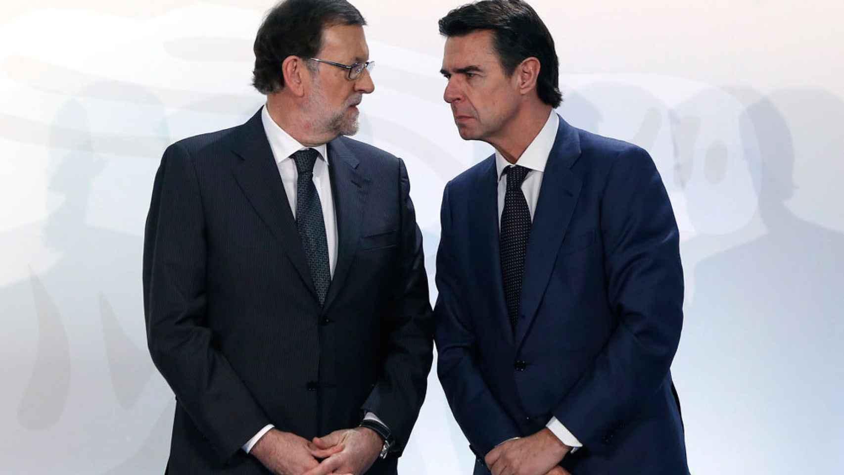 Mariano Rajoy y el exministro de Industria José Manuel Soria.