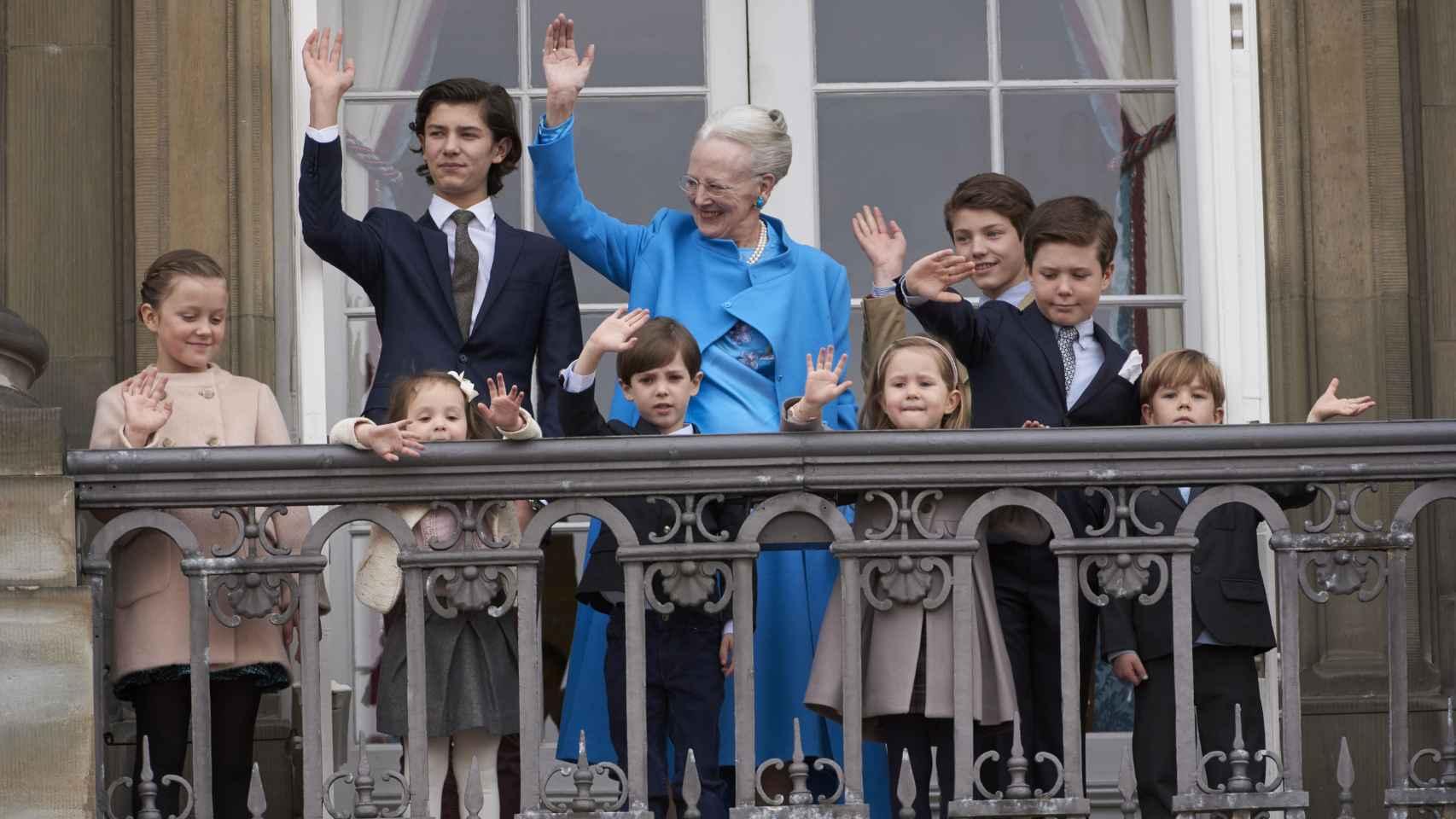 La Reina Margarita quiso que sus nietos salieran a saludar con ella