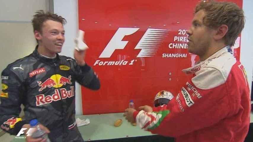 Discusión de Kvyat con Vettel en China