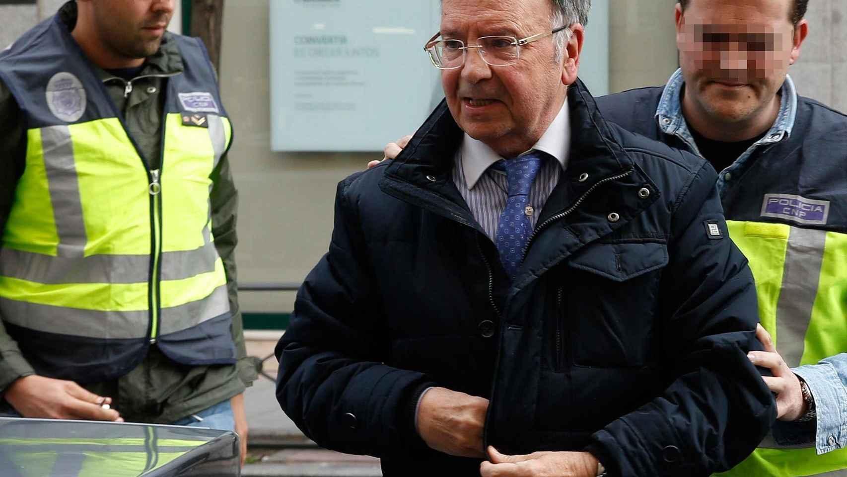 Miguel Bernad en el momento de su detención.