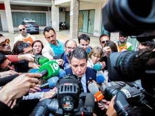 González atiende a los medios a su salida del juzgado de Estepona