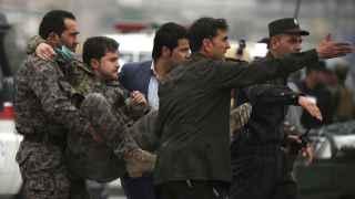 Al menos 28 muertos y 327 heridos en atentado suicida en Kabul
