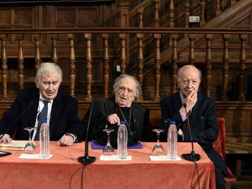 Reunión de Premios Cervantes en el Paraninfo de Alcalá de Henares.