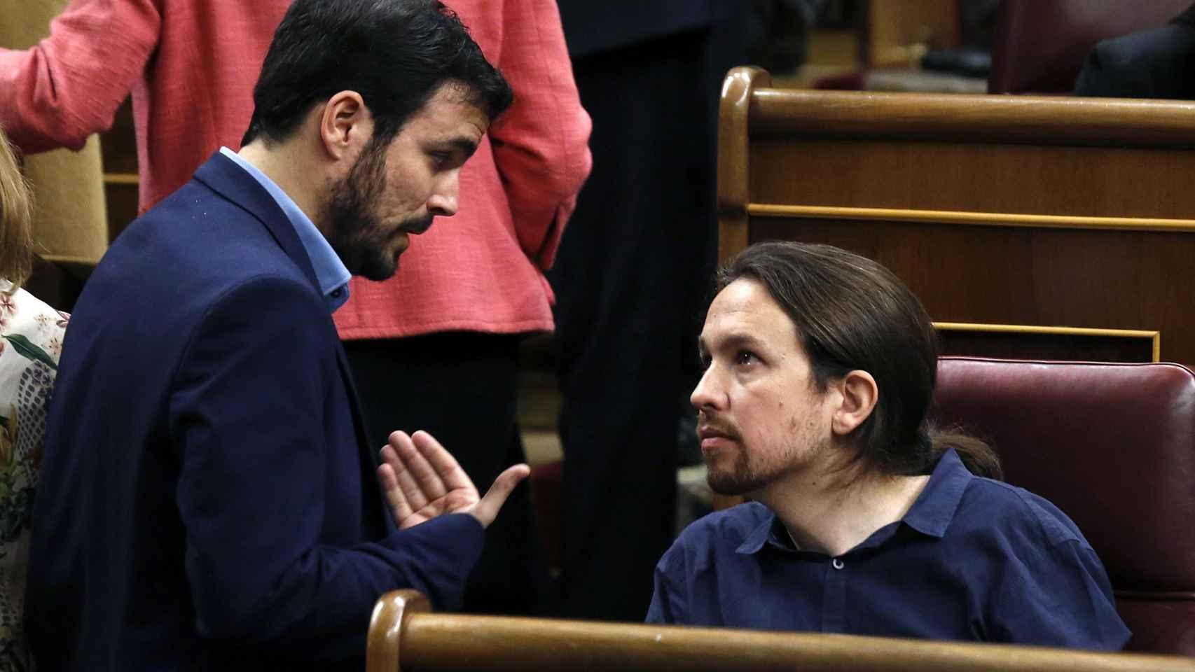 Alberto Garzón y Pablo Iglesias en el Congreso de los Diputados.