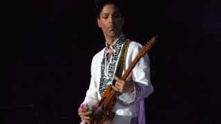 Prince durante un concierto en Coachella.