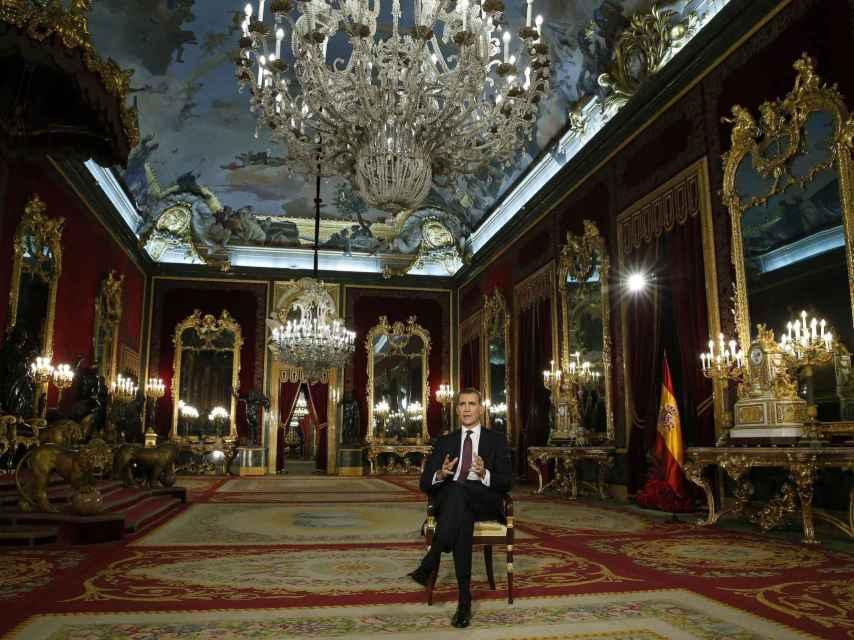 Felipe VI en el Salón del Trono durante el mensaje de Navidad de 2015.