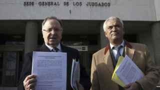 Miguel Bernad y el abogado Luis Pineda en febrero de 2015.