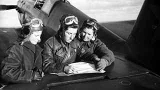 Lilya Litvyak, Katya Budanova y Masha Kuznetsova en otoño de 1942.